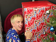 It's Christmas morning and Jordan Ashton wakes to find one big present under his tree first time gufa gay porn at Boy Crush!